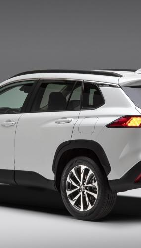 2022_Toyota_Corolla_Cross_WindChillPearl_004-scaled
