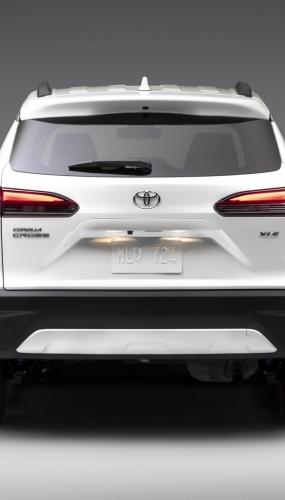 2022_Toyota_Corolla_Cross_WindChillPearl_005-scaled