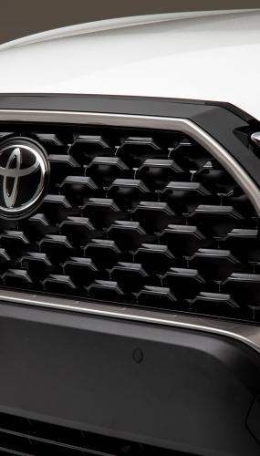 2022_Toyota_Corolla_Cross_WindChillPearl_008-scaled