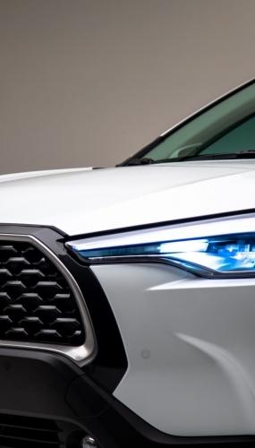 2022_Toyota_Corolla_Cross_WindChillPearl_009-scaled