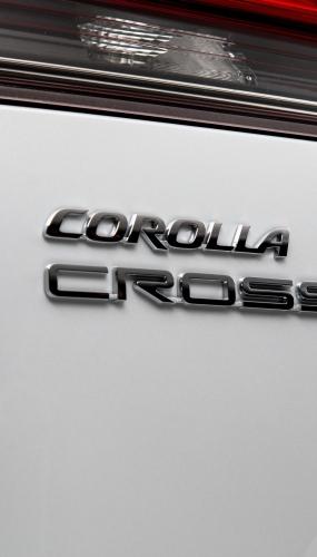 2022_Toyota_Corolla_Cross_WindChillPearl_012-scaled
