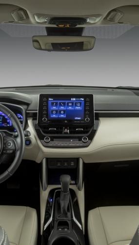 2022_Toyota_Corolla_Cross_WindChillPearl_016-scaled